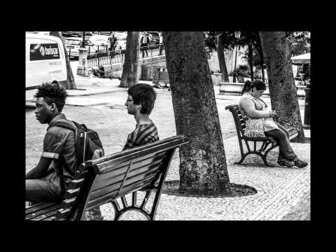 SHARING MOMENTS ON THE STREETS OF LISBON: A STREET PHOTOGRAPHY SLIDESHOW