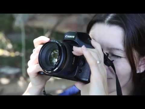How to stand and hold a camera – basic DSLR photography tips
